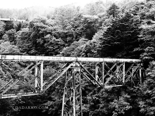 夕張の沈み行く橋