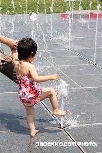 水道記念館で水遊び